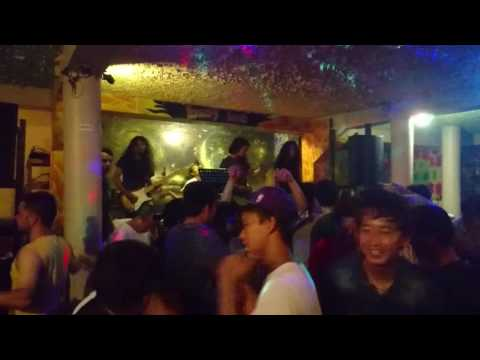 Busy Bee bar in Pokhara, Nepal, with live band, August 2016