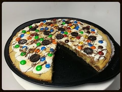HOW TO MAKE A GIANT PIZZA COOKIE - YouTube
