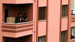 Türk genci böyle ev taşır