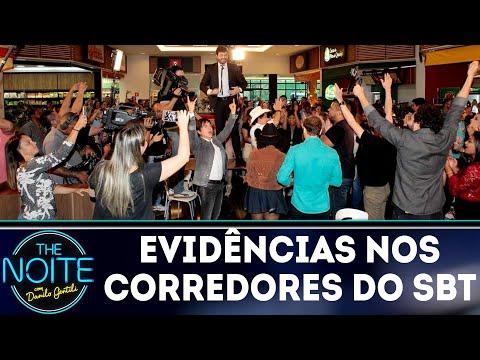 Chitãozinho e Xororó cantam Evidências pelos corredores do SBT | The Noite (10/05/18)