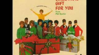 04 - Phil Spector - The Crystals - Santa Claus Is Coming To Town - A Christmas Gift For You - 1963