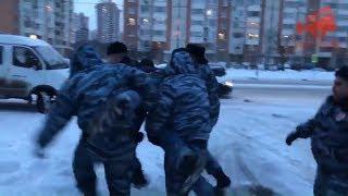 Задержание жителей Кравченко 16, в том числе Андрея Орла.