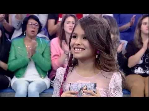 Rita Angel reencontra sua avó no palco do programa
