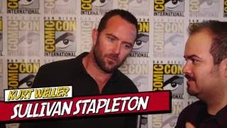 sullivan stapleton talks blindspot season 2 does his wookie impression with jaime alexanders help