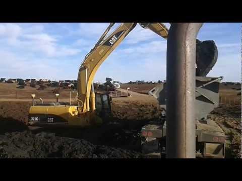 322L loading cow shit at feed yard in nebraska
