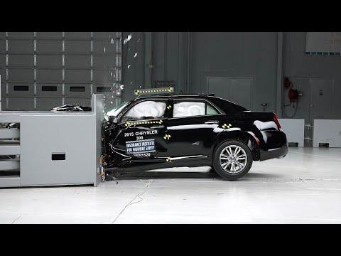 2015 Chrysler 300 small overlap IIHS crash test