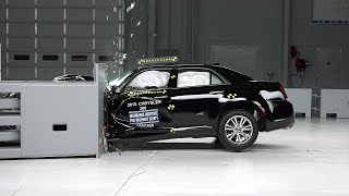 2015 Chrysler 300 small overlap IIHS crash test