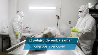 A pesar del riesgo que implica trabajar con cuerpos de personas fallecidas por Covid-19, los embalsamadores preparan los cadáveres de éstos para que les brinden el último adiós antes de ser inhumados o incinerados