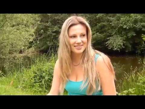 Brazilian Bikini Girl on Beach - Beautiful Girls von YouTube · Dauer:  1 Minuten 44 Sekunden