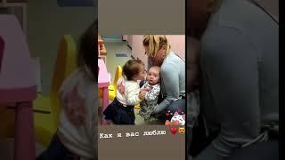 Василиса Рапунцель целует братика Богдана
