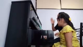 น้องตั๋นฝึกร้องเพลง นามีรู วันนี้ร้องกับคาราโอเกะด้วยค่ะ