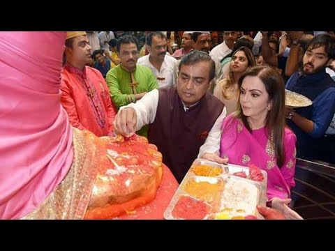 Mukesh Ambani & Family Visited Lalbaugcha Raja 2017,Karan29