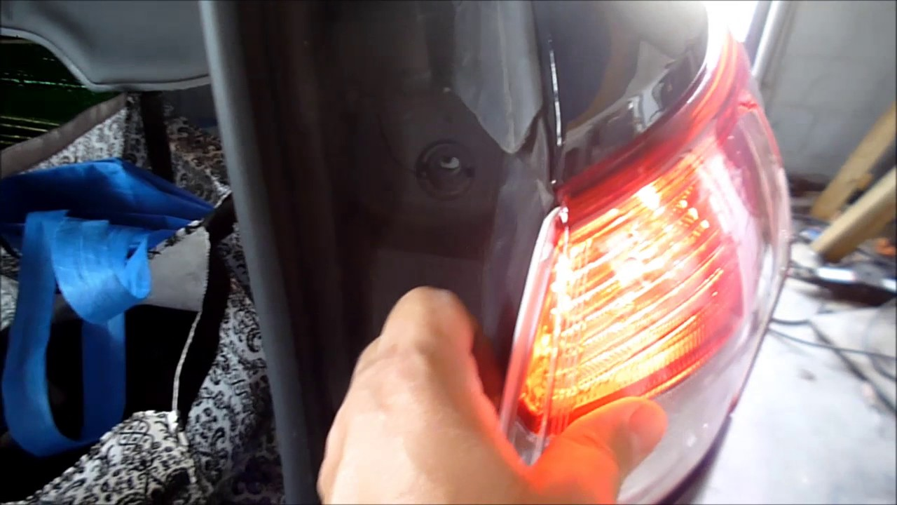 How To Remove And Replace A Ford Escape Tail Light Bulb