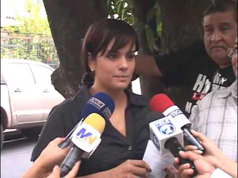Habitantes de Jardines de Guadalupe protestan contra la Alcaldía de Antiguo Cuscatlán.