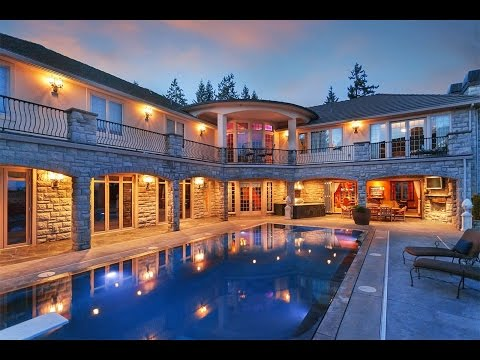 An Extraordinary Estate with Indoor/ Outdoor Living in West Linn, Oregon