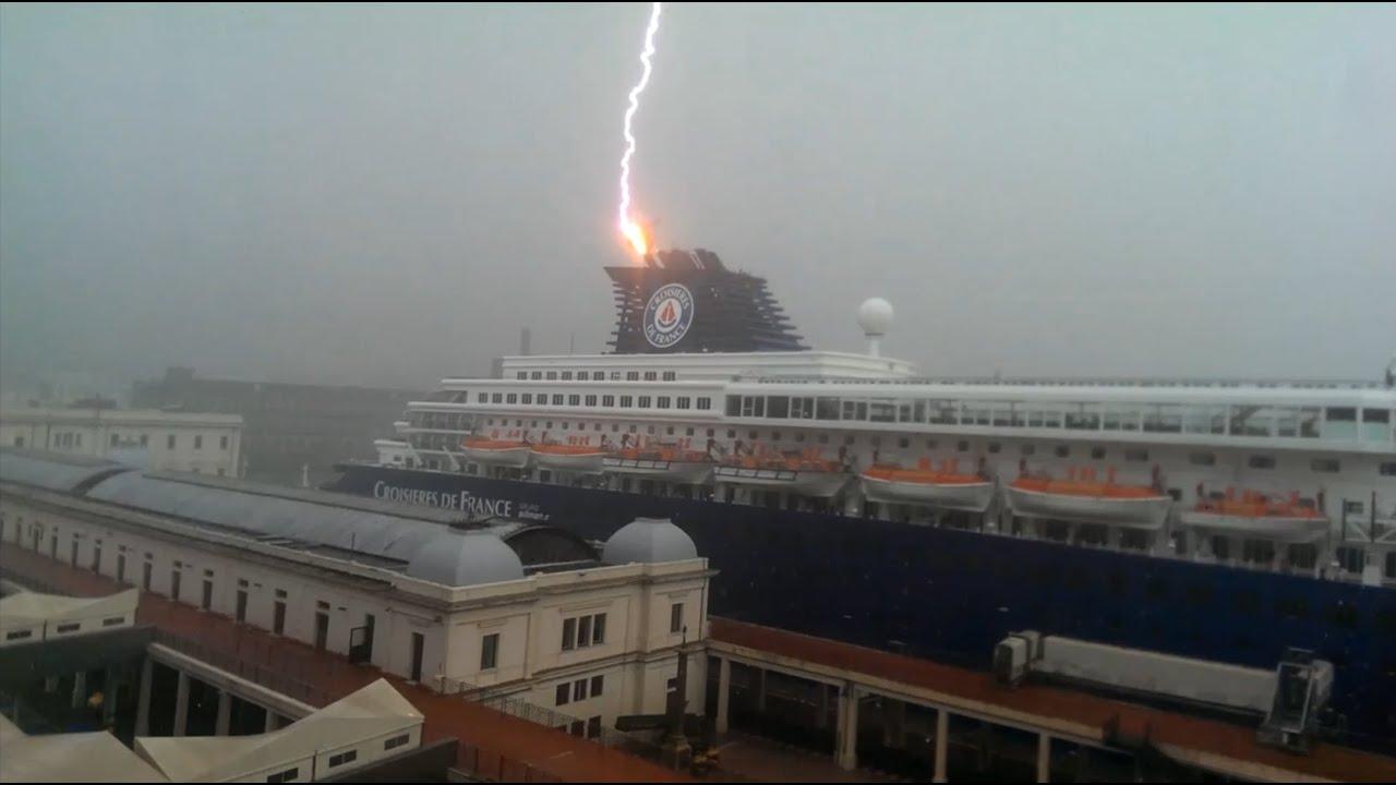 lightning strikes cruise ship at port of genova