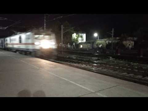12393 Sampoorna Kranti SF Express speeding through Danapur