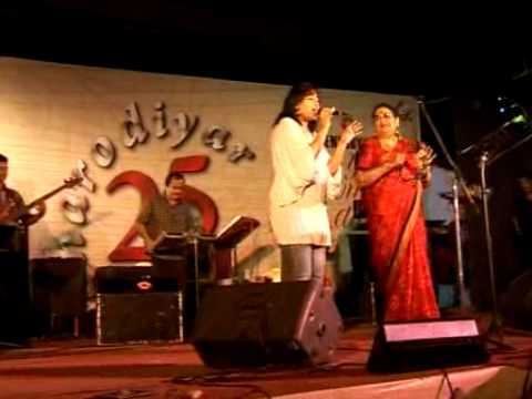 Usha Uthup singing with Udita Residents Poulami Sarkar and Akanksha Nair