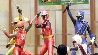 手裏剣戦隊ニンニンジャーショーです。 なんとハリケンレッド登場のショ...