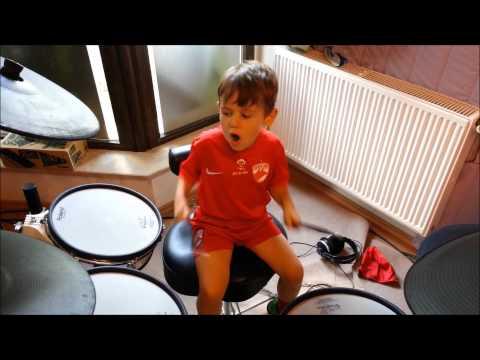 DaviN - Imn Dinamo, la 4 ani si 10 luni :)