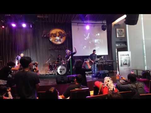 Mungkin Dia Lelah - Drive At Hard Rock Cafe Jakarta 24 mei 2016