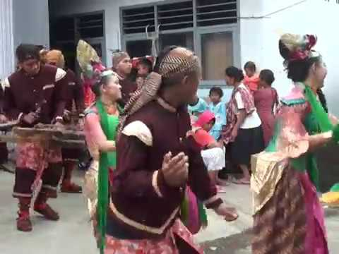 Lagu Keloas di mainkan  dengan ANGKLUNG Asik banget