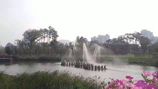 A Music Fountain Performance with a classic and two tango musics in a park. 공원음악분수. 클래식과 탱고뮤직.