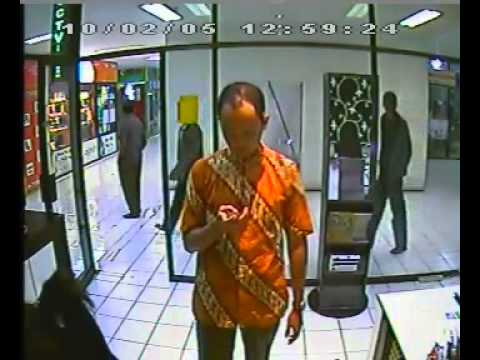 Maling Hp Hitech Mall Terekam Camera CCTV 4 Travel Video