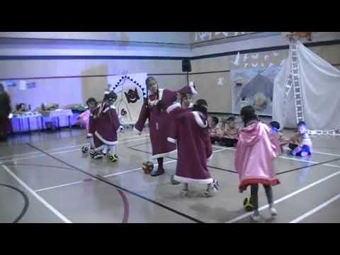 Танец с чукотскими мячами.Закрытие Года языков коренных народов мира в Центре образования.