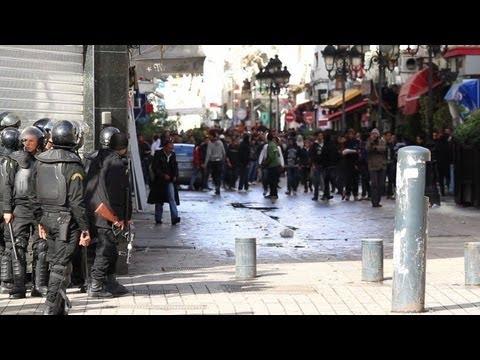 Tunisie: heurts entre policiers et manifestants à Tunis