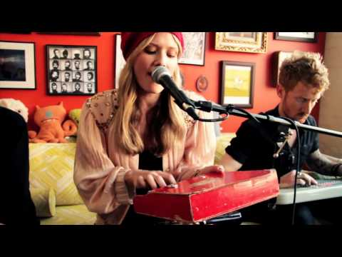 Oh Land - White Nights (live acoustic on Big Ugly Yellow Couch)