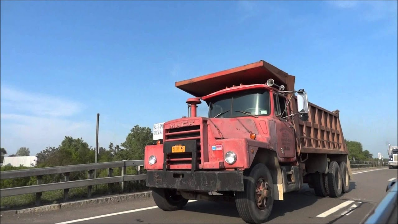 hight resolution of mack dm dump trucks