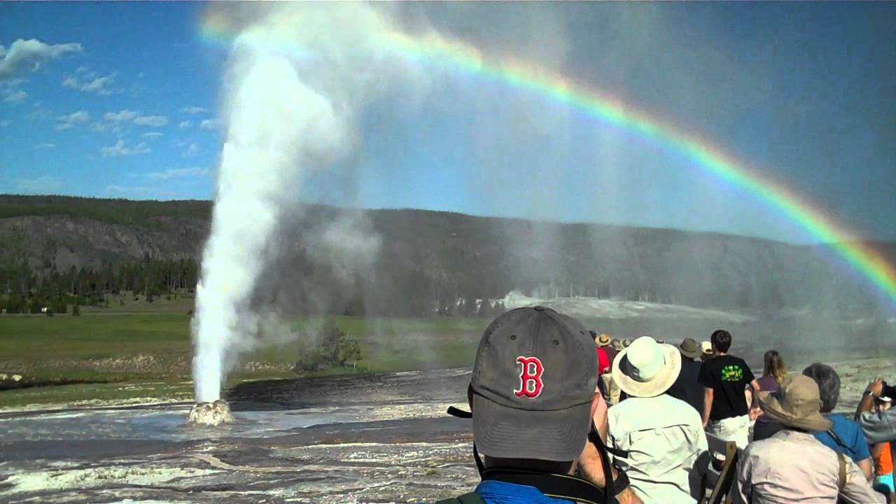 yellowstone - beehive geyser and old faithful erupt together 7-19