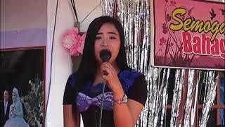 perhatikan baik baik artis ini nyanyikan lagu di acara pernikahan