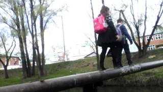 ШКОЛЬНИК ПЕРЕХОДИТ РЕКУ НА ЗАПРЕЩЕННОЙ ЗОНЕ 6+