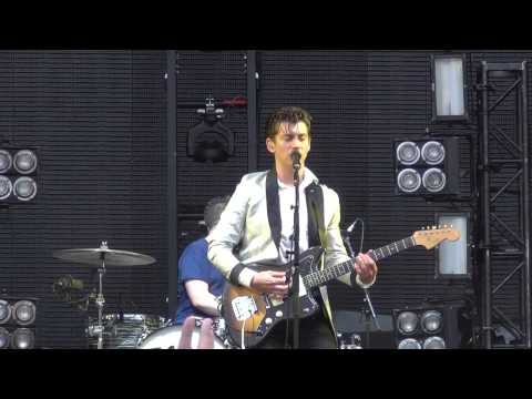 ARCTIC MONKEYS -  OLD YELLOW BRICKS -  MUSIC MIDTOWN 2013