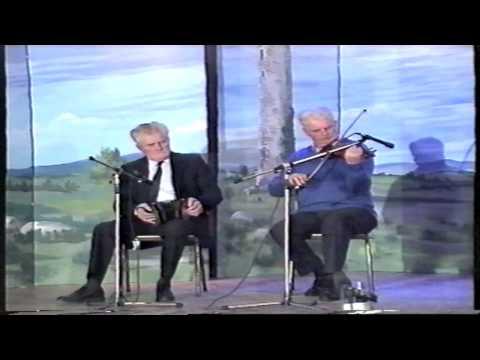 Paddy Murphy (Concertina) & Peadar O'Loughlin (Fiddle) play a set of reels 1991