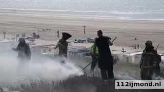 Grote duinbrand bij het strand van Wijk aan Zee