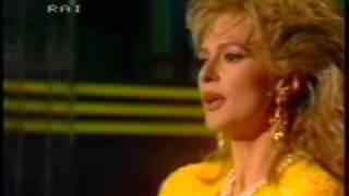 Loretta Goggi - Io Nascerò
