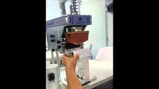 Repeat youtube video Oscar Flues Máquina Tampografica Manual Compacta 100 - impressão em caneca