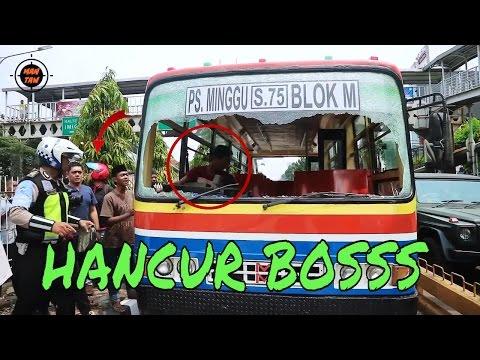 Tabrak Pejalan Kaki, Metromini Hancur Diamuk Warga (Live Record at Mampang Prapatan)