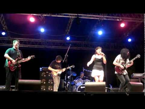 Semolina Pilchard - Helter Skelter - Beatles Day Livorno Rock Village 08 087 2011.avi
