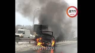 Жесткое огненное #ДТП с пострадавшими на трассе Киев – Харьков в районе Пирятина.   Полностью сгорев