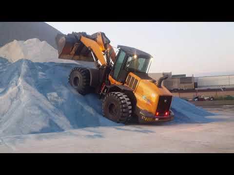 Loading Chicago's Salt Dome