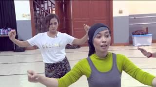 Entertainment News - Mengintip Aktivitas Nina Zatulini Berlatih Belly Dance