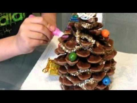 Sapin de no l avec pomme de pin youtube - Couronne centre de table noel ...