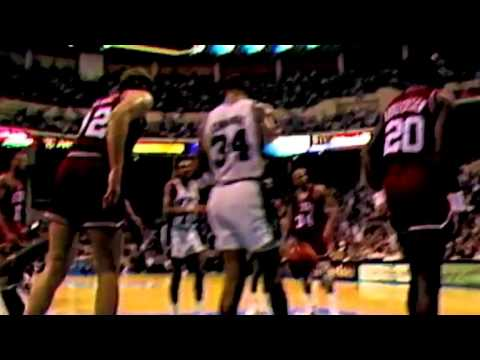 On this date in 1989, David Robinson  makes his Spurs debut in win vs. Lakers