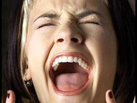 Woman screaming - Sound Effect