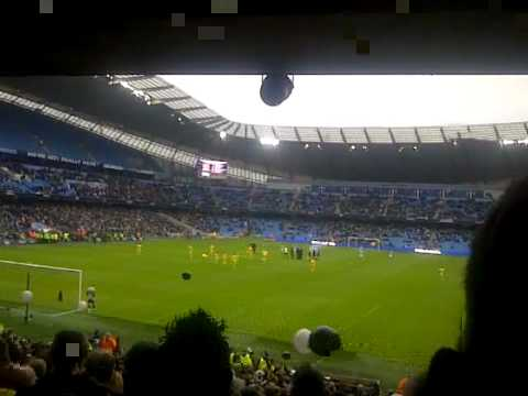 Man City 5-0 Notts County - Teams coming out