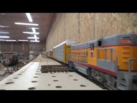 Long HO scale DPU train Straight DC mode single locomotives